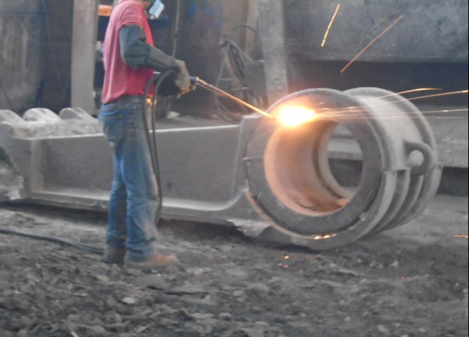 1.              Sand casting pitman and movable jaw carbon steel casting for crusher1118.png