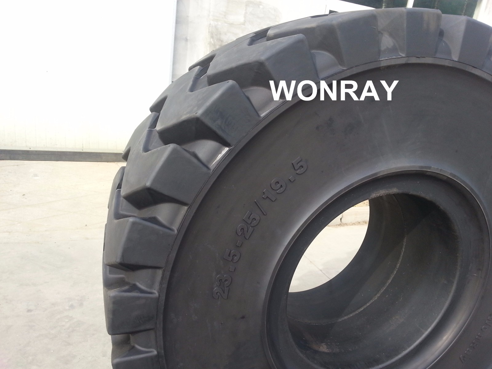 23.5-25 tire (2).jpg