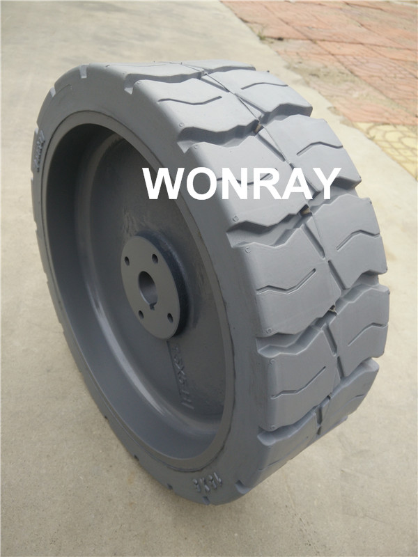 Grey 15x5 Haulotte tire (3).jpg
