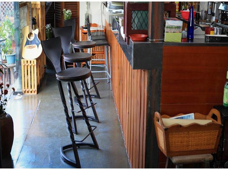 Industrial style powder coating finish metal twist leg frame rounded wood w/backrest stool