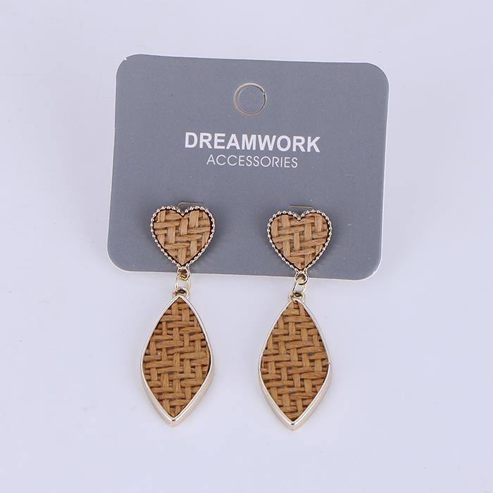 Simple and simple heart-shaped earrings.JPG