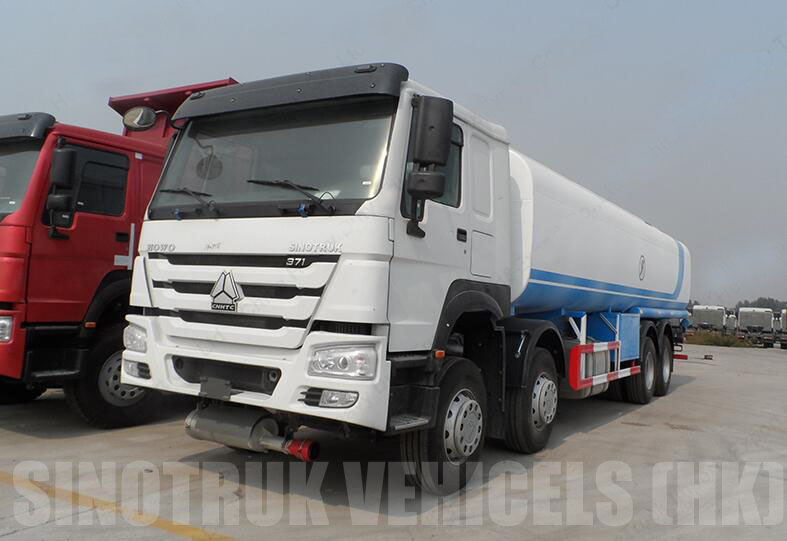 howo 30M3 fuelt tanker truck.jpg