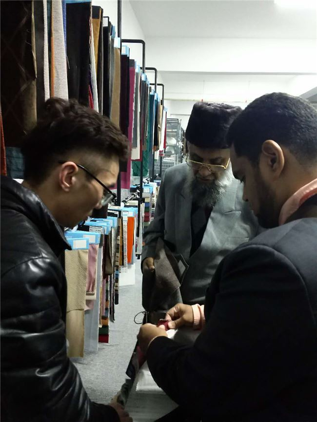 India customer visit Haining juncheng Textile-velvet fabric
