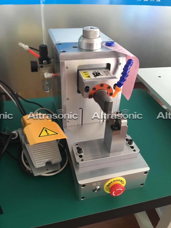 Ultrasonic metal spot welder (10)