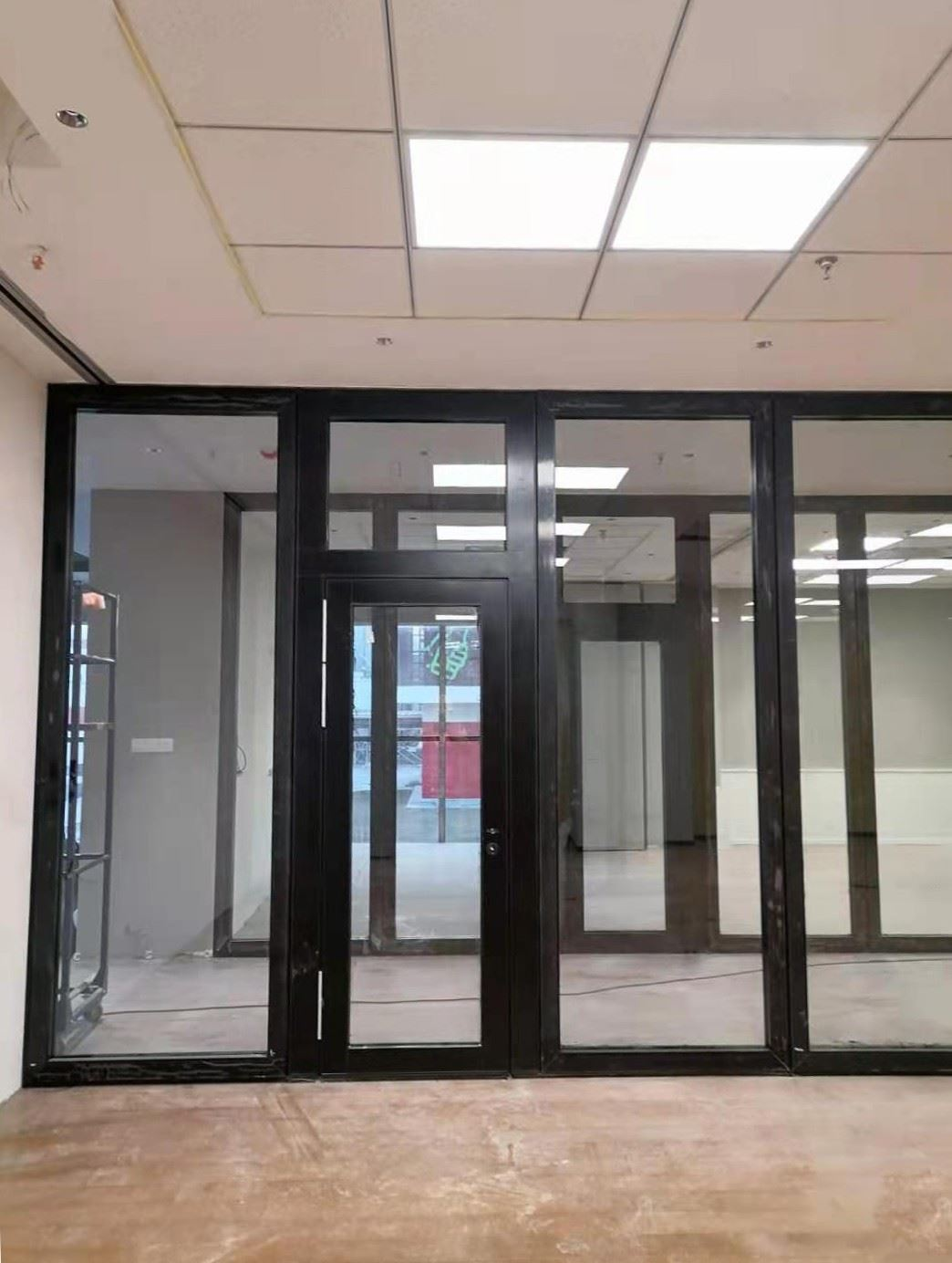 black aluminum profile with 10mm tempered glass openning swing glass door in the middle
