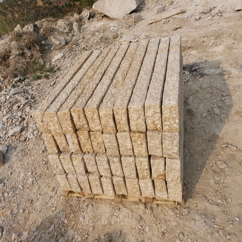 Granite Palisade Fence Paving